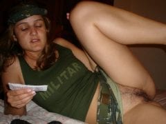 Militar loirinha chupando uma rola
