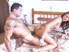 Porno brasileiro com morena que faz sexo anal e libera a xaninha