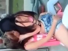 Novinhas Estudantes Gostosas Se Pegando e Fumando um Baseado