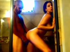 Cara Safado Coloca Câmera Escondida no Banheiro e Come Namorada