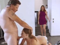 Pai, Mãe e Filha Fazendo Porno Caseiro com Muito Sexo em Cenas de Incesto Extremo – Cena 2