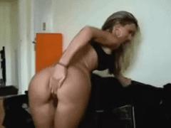 Comendo a Filha da Sua Esposa Muito Cavala e Novinha Nesse Porno Amador