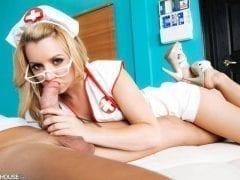 A enfermeira safadinha que vai aprontando muito gostoso