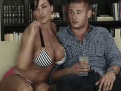 Video Incesto com Mãe Gostosa Rabuda Sentando na Rola Dura do Seu Filho no Porno
