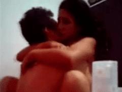 Video de Sexo Incesto com Irmã Novinha Muito Gostosa Caindo na Vara e Gozando Gostoso
