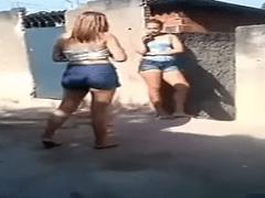 Briga Boa de Mulher é Assim – Vídeo Sensacional Dessas Gostosas Se Atracando Bonito de Ver