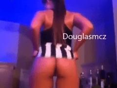 Caiu na Net Video Amador de Suposta Cantora Anitta Dançando Pelada Para Seu Namorado