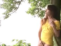 Brasileira Amadora Morando No Exterior Faz Vídeo Amador em Parque Publico Para Namorado