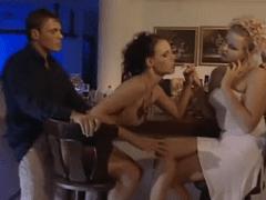 Taradão Coloca Celular Para Filmar Agarra Sua Peça no Bar e Come Ali Mesmo em Porno Amador