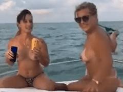 Vazou no WhatsApp Video Porno Amador De Duas Gostosas Na Maior Putaria na Lancha em Angra – RJ