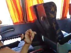 Caiu na Net – Vídeo Amador Incrível De Casal de Adolescentes Fodendo No Ônibus e Amigo Filma