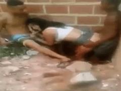 Vazou no WhatsApp Video Amador de Ninfetinha da Rocinha Dando Para Vários Garotos na Favela