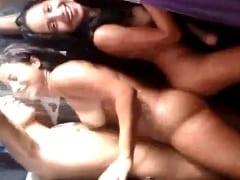 Vazou no WhatsApp Vídeo de Dois Casais Jovens de Nova Iguaçu – RJ na Maior Putaria no Chuveiro