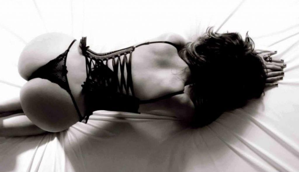 Conto Pornô Brasileiro – O Pai da Minha Amiga Me Transformou Numa Putinha