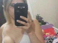 Contribuição Amadora Nacional – Carla de Tramandaí – RS Mandou Fotos Íntimas Para o Seu Ex Mas Acabou Caindo na Net