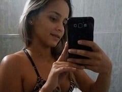 Contribuição Caseira Nacional – Novinha de Betim – MG Tira Fotinhas Peladinha no Banheiro e Envia Para Seu Ficante Mas Caí na Net