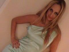 Vazou no WhatsApp Vídeo da Coroa Gostosa Renata Braga de Recife – PE Se Masturbando Com Consolo e Exibindo Seu Rabo Enorme