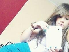 Contribuição Caseira Nacional – Ninfeta de 18 Anos Tira Fotos Dos Peitinhos e da Sua Xota Peluda Na Frente do Espelho e Vaza na Net – SP