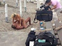 A Atriz Pornô Nicolle Bittencourt Grava Filme de Sexo no Posto 10 do Recreio – RJ e Cinegrafista Amador Filma do Seu Celular