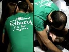 Clayton Funcionário da Velharia Pub Bar de São Paulo – SP Fode Com Cliente Gostosa no Banheiro e Colega de Trabalho Flagra