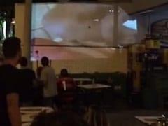 Bar no Rio de Janeiro – RJ Coloca Filme Pornô no Telão Por Engano no Intervalo do Jogo do Flamengo e Causa Euforia Nos Seus Clientes