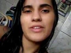 Amadora Sapeca Grava um Pornô Caseiro Pra Enviar Pro Namorado Tocando Uma e se Exibindo Nua na Cozinha Mas Acaba Vazando na Web – Xvídeos