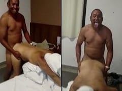 Moreno Fica Muito Feliz Tirando o Atraso Com Sua Colega de Trabalho Enquanto Amigo Grava um Vídeo Dessa Foda Amadora no Motel – RJ