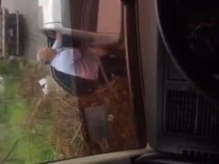 Caminhoneiro Flagra Coroa Fodendo Prostituta ao ar Livre na Porta do Seu Carro Estacionado e Grava um Vídeo Amador Pra Jogar na Net – Xnxx