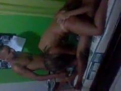 Vadiazinha da Comunidade Participa de Orgia Com Jovens Tarados Chupando e Quicando na Rola Enquanto um Terceiro Grava o Vídeo – Xvídeos