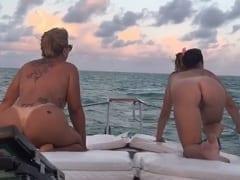 Putas de Luxo se Exibem de Quatro na Frente da Lancha Enquanto Filhinhos de Papai Gravam um Vídeo na Pura Gastação – Xnxx