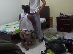 Rapaz Malandro Mete a Piroca na Sua Empregada Negona e Coloca Uma Câmera Escondida Pra Filmar a Putaria Caseira – SP