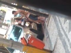 Depois de Uma Festinha em Copacabana – RJ Tarado Começa a Meter em Uma Safadinha Logo de Manhã no Meio da Rua e é Flagrado – Caiu na Net