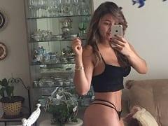 Daniela Amorim de Belo Horizonte – MG Registra Fotos Peladinha Exibindo Sua Barriga Tanquinho e Seu Silicone Mas Para na Net