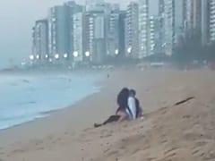 Casal é Flagrado Trepando Gostoso na Praia do Coqueiral de Itaparica em Vila Velha – ES e Vídeo Vaza na Web – Caiu na Net