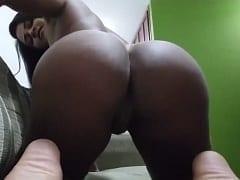 Ana Júlia Puta Caiu na Net em Mais um Vídeo, Dessa Vez Sozinha Masturbando Sua Bucetinha de Quatro e Fazendo Cara de Puta – Caiu na Net