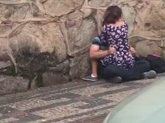 Jovem Casal Mineiro é Flagrado Dando Uma Transada Dixavada em Plena Luz do Dia em Uma Calçada Pública Com Pouco Movimento – Xvídeos
