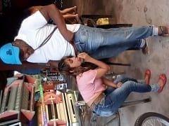 Jovem Piranha Paga um Boquete Pra um Negão Desconhecido no Meio de um Bar Lotado e um Rapaz Filma Tudo do Celular – Caiu na Net