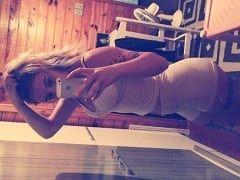 Rebeca, Famosinha do Instagram Caiu na Net Peladinha em Fotos Caseiras Exibindo Seus Peitões e Sua Bucetinha – SP