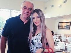 Filha do Apresentador Marcelo Rezende Caiu na Net em Fotos Amadoras se Exibindo Seus Peitões e Sua Xota Depilada