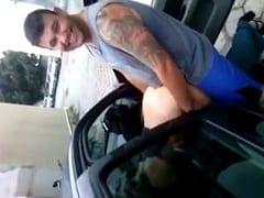 Puta Libera a Buceta Pro Tarado Deitada no Banco do Carro em Uma Rua Com Pouco Movimento e Amigo Filma Toda a Sacanagem – Caiu na Net