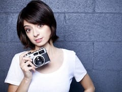 Kate Micucci Atriz Magrinha Que Participou da Série The Big Bang Theory, Caiu na Net em Fotos Caseiras Mostrando Seus Peitinhos