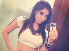Cantora Gostosa Anitta Paga Calcinha Após Usar Uma Saia Curta Bem Safada no Programa da Eliana e Vídeo Viraliza na Net