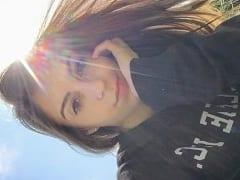 Cris Mallet Ninfetinha de 18 Anos de Indaiatuba – SP Mostrou Seus Peitos e Tocou Uma Siririca na Webcam Conversando Com Seu Ficante e Parou na Net