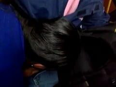 Na Volta Pra Casa de Ônibus Essa Ninfeta Começou a Chupar o Seu Vizinho Que Resolveu Gravar um Vídeo Dessa Putaria em Público – Xvídeos