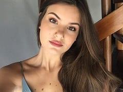 Atriz Global Camila Queiroz Vazou na Net em um Suposto Vídeo Íntimo, Transando Com um Empresário e Gemendo Muito de Prazer