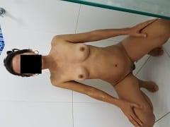 Sandra Esposinha Magrinha e Muito Tesuda se Exibiu Peladinha Pro Marido e Malandro Tirou Várias Fotos Caseiras da Sua Puta – SP