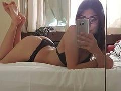Melina Garota Intensa de Óculos de São Paulo Capital Gravou Vídeos Amadores Mamando Seus Clientes e Exibindo Seu Corpinho Sensual