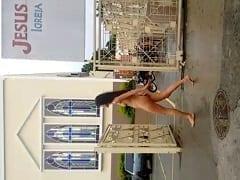 """""""Essa Mina tá Doida"""" Amadora é Flagrada Entrando na Igreja Universal Peladona e Rapaziada Gravou um Vídeo Pra Por na Net – Amadora"""