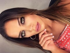 Roberta Robles Modelo, Bailarina e Estudante Argentina Muito Gostosa Gravou um Vídeo no Intervalo de um Show Mamando a Piroca de um Produtor em Seu Camarim