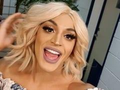 Pabllo Vittar a Cantora Drag Queen de Sucesso Resolveu Sensualizar em Show e Ficou Rebolando Mostrando a Bunda Mas o Volume do Saco se Sobressaiu